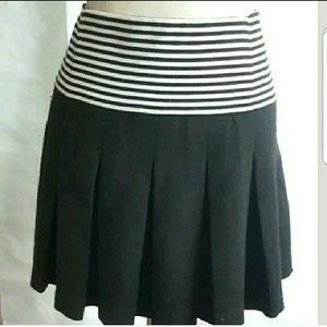 Zara Black Striped Waist Pleated Skirt sz Medium.